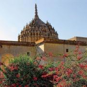 آشنایی با بت گوران ، معبد هندوها