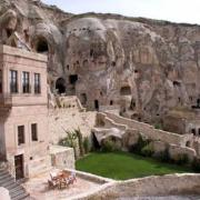 بزرگترین مسجد صخرهای ایران در اسکو