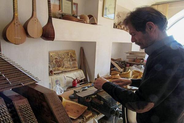 ساخت ابزار و آلات موسيقی
